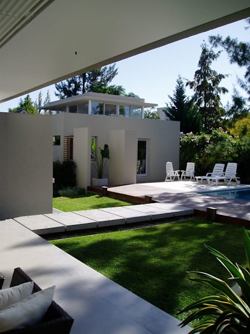 Casa NR: Jardines de estilo moderno por gatarqs