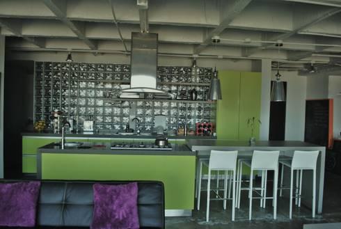APARTAMENTO SIERRAS: Cocinas de estilo ecléctico por santiago dussan architecture & Interior design
