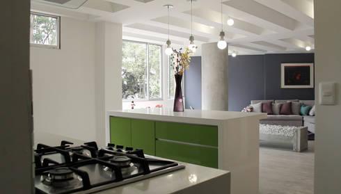 APARTAMENTO NUEVA GRANADA: Cocinas de estilo ecléctico por santiago dussan architecture & Interior design