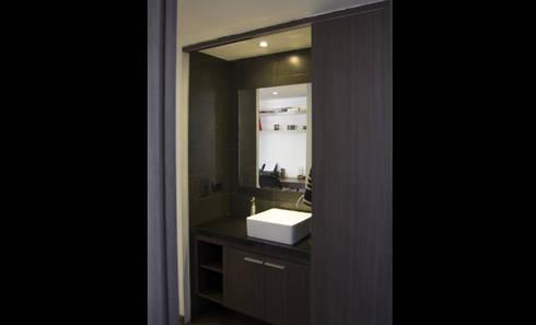 APARTAMENTO NOVARK: Baños de estilo moderno por santiago dussan architecture & Interior design