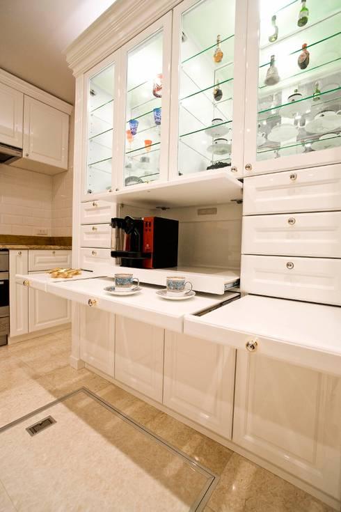 天然石をふんだんに使い細部までこだわり抜いた上質空間: QUALIAが手掛けたキッチンです。