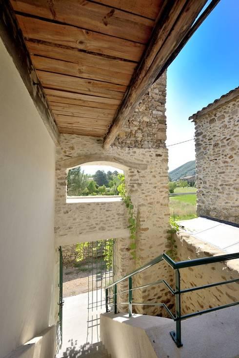 COUR INTÉRIEUR DE L'ANNEXE: Maisons de style de stile Rural par JOSE MARCOS ARCHITECTEUR