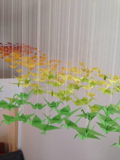 Arcobaleno di gru: Negozi & Locali Commerciali in stile  di cARTE di Andrea Giannozzi