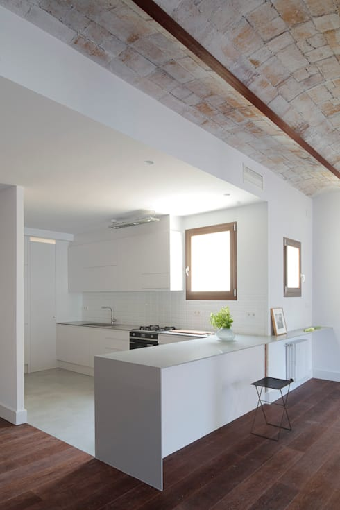 HOUSE FOR A FINANCIER: Cocinas de estilo  de Alex Gasca, architects.