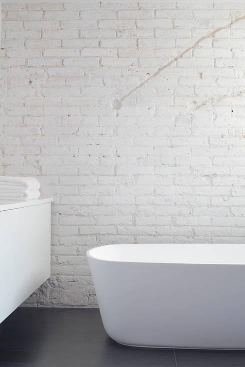 Ванные комнаты в . Автор – Alex Gasca, architects.