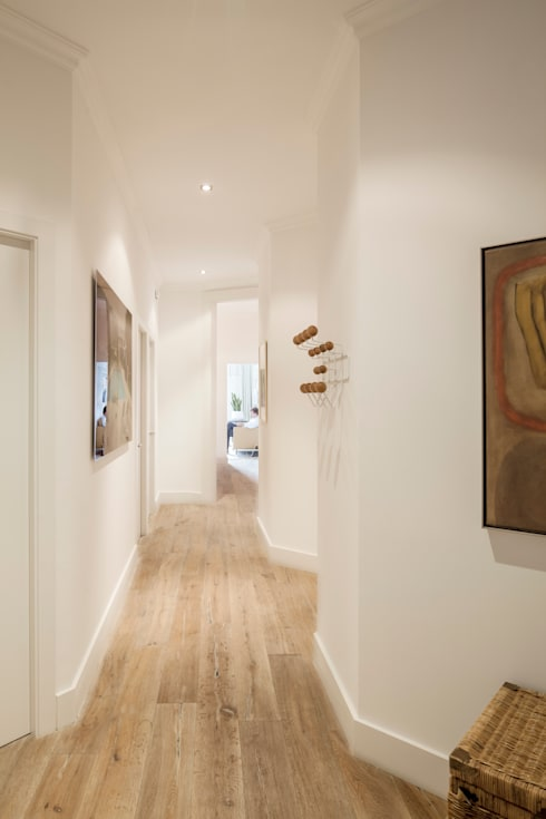 Corridor & hallway by Alex Gasca, architects.