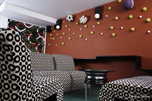 Blitzz sports cafe:  Bars & clubs by Space Sense
