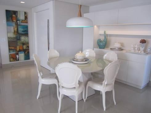 Apartamentos no Edifício Ecoliving: Salas de jantar modernas por Sandra Kátia Junqueira