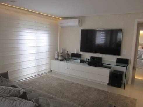 Apartamentos no Edifício Ecoliving: Salas de estar modernas por Sandra Kátia Junqueira