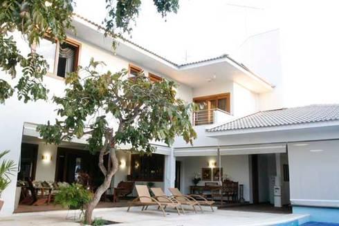 Residência – Cond. Portal do Sol II: Casas modernas por Sandra Kátia Junqueira