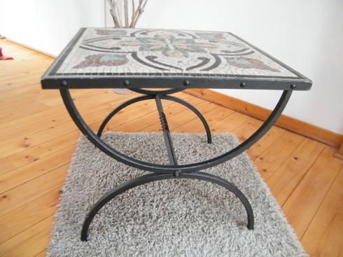mosaik tisch 2 von sadlo steinmetz steinbildhauer homify. Black Bedroom Furniture Sets. Home Design Ideas