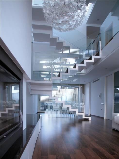 Soggiorno in stile in stile Moderno di cota-zero, tenica y construcción integrada, s.l.