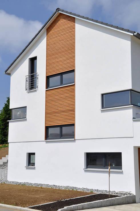 Einfamilienhaus mit doppelgarage von hauptvogel sch tt for Einfamilienhaus mit doppelgarage