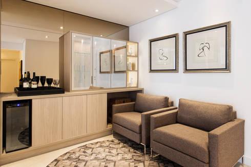 ÁREA SOCIAL - ESTAR INTIMO: Salas de estar modernas por TRÍADE ARQUITETURA