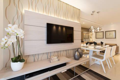 ÁREA SOCIAL - HOME: Salas de estar modernas por TRÍADE ARQUITETURA
