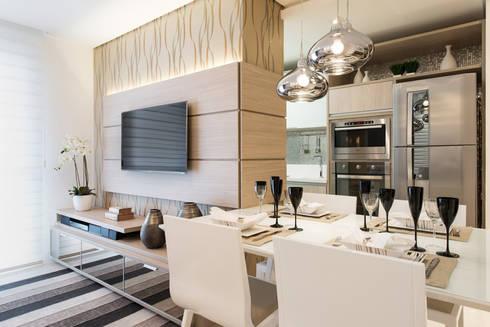 ÁREA SOCIAL - HOME  E  JANTAR : Salas de jantar modernas por TRÍADE ARQUITETURA