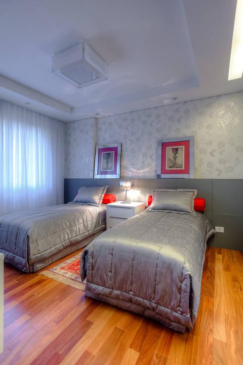 Bedroom by VL Arquitetura e Interiores