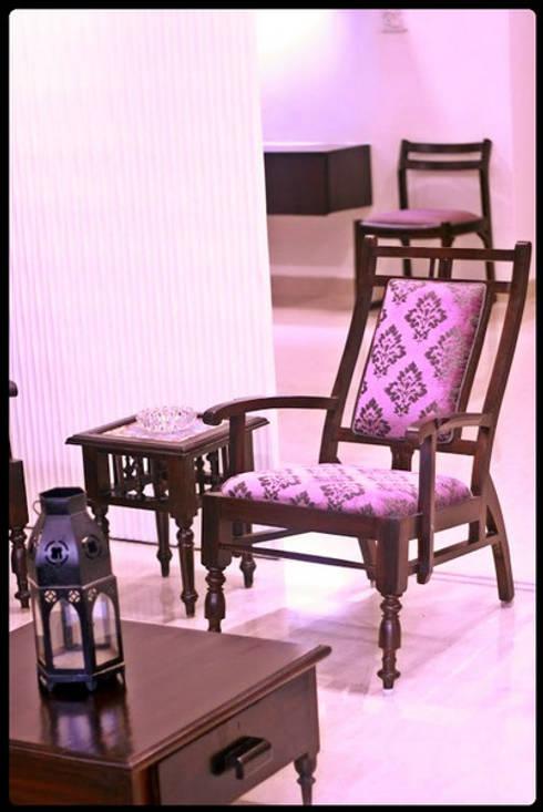Banjara Hills House: modern Living room by Saloni Narayankar Interiors
