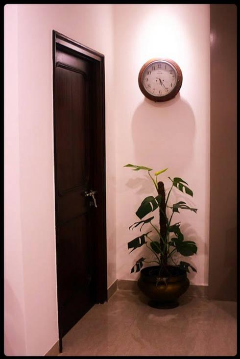 Banjara Hills House:  Corridor & hallway by Saloni Narayankar Interiors
