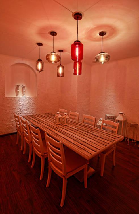 Comedores de estilo moderno por Saloni Narayankar Interiors