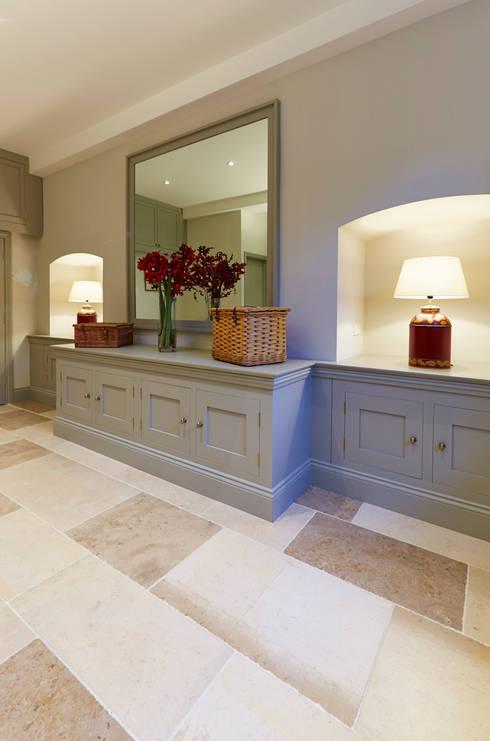 Projekty,  Korytarz, przedpokój zaprojektowane przez Etons of Bath