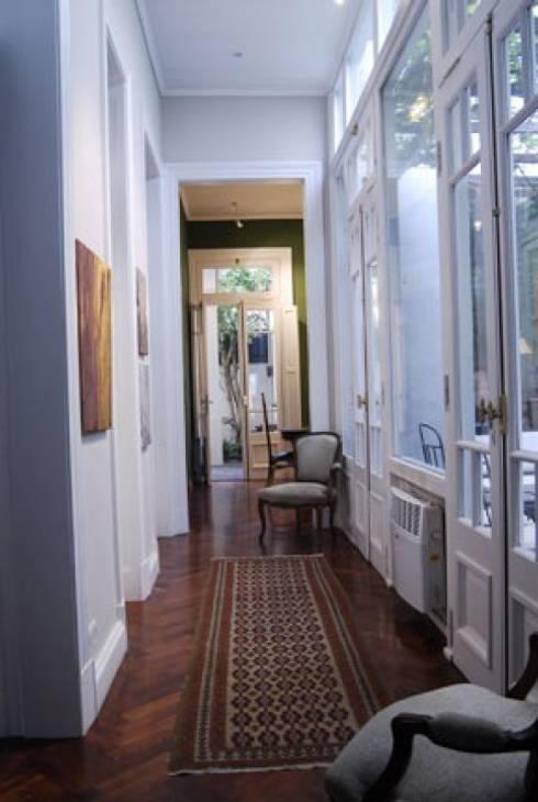 Corridor & hallway by Radrizzani Rioja Arquitectos