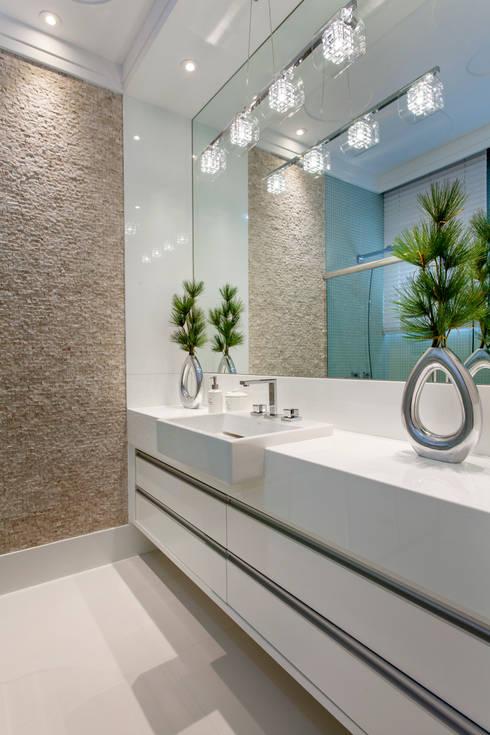 Baños de estilo  por Arquiteto Aquiles Nícolas Kílaris