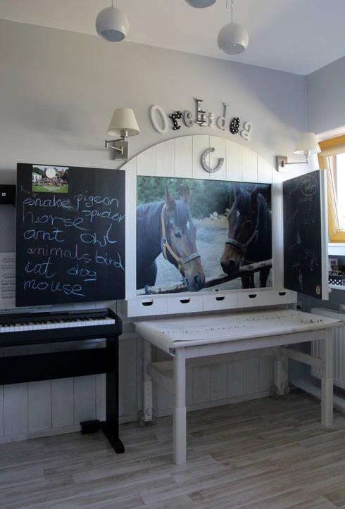 DĄBRÓWKA | Pokój Julki: styl , w kategorii Pokój dziecięcy zaprojektowany przez dekoratorka.pl