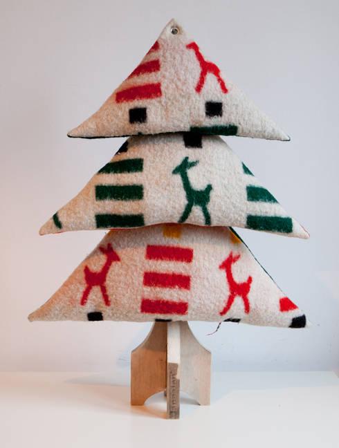 Kerstboom Hertjes: moderne Woonkamer door I am Recycled