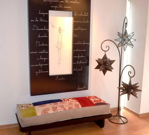 Colchoneta Vestíbulo: Pasillos y recibidores de estilo  por Sandra Molina