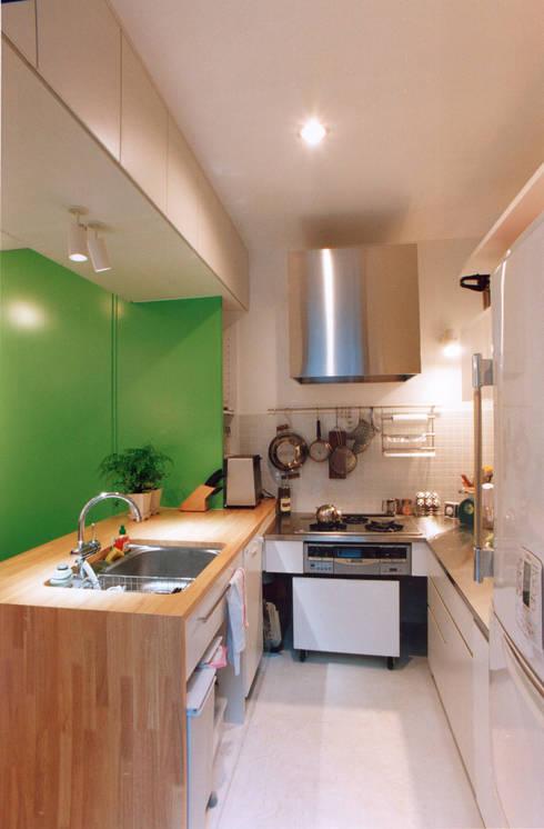 造作キッチン: 東章司建築研究所が手掛けたキッチンです。