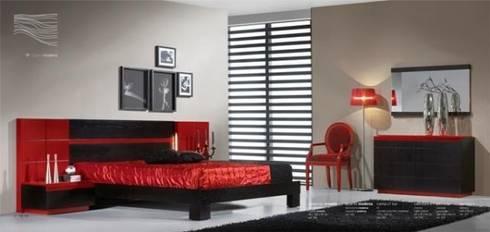 Quarto de casal em tons preto e vermelho: Quarto  por relax mobiliário e decoração