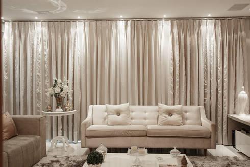 Sala de Estar: Salas de estar clássicas por Livia Martins Arquitetura e Interiores