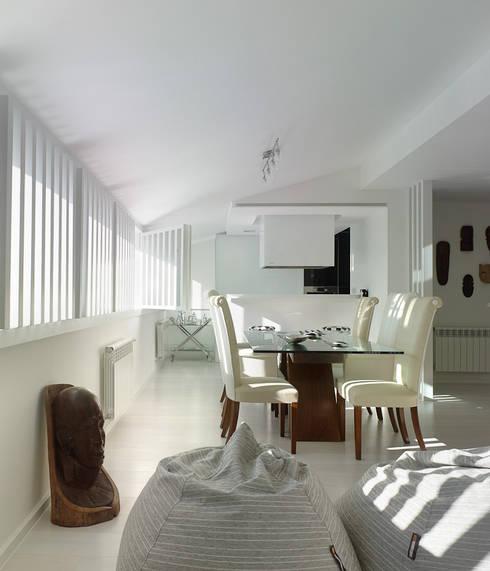 Reforma de piso en Santiago de Compostela: Comedores de estilo  de Interior Zen. Obras e Proxectos