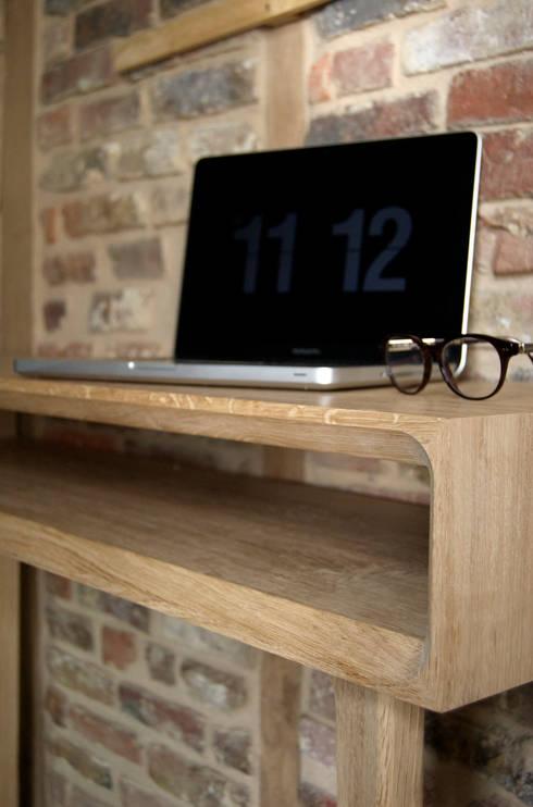 Console bureau sur mesure: Bureau de style  par B4