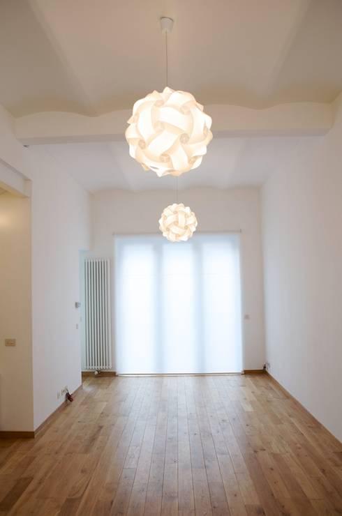 Avramovic Sion: Salon de style  par Modelmo ScPRL
