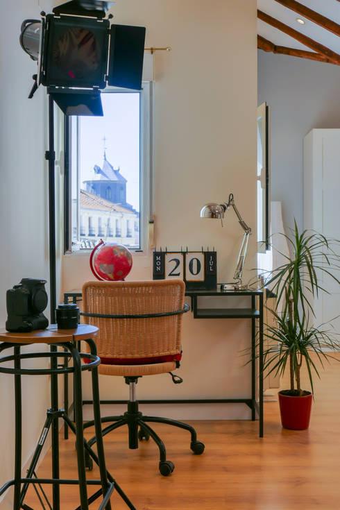 Asun Tello: Estudios y despachos de estilo moderno de Asun Tello