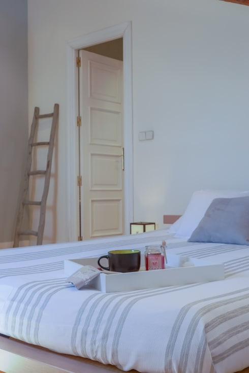 Asun Tello: Dormitorios de estilo moderno de Asun Tello