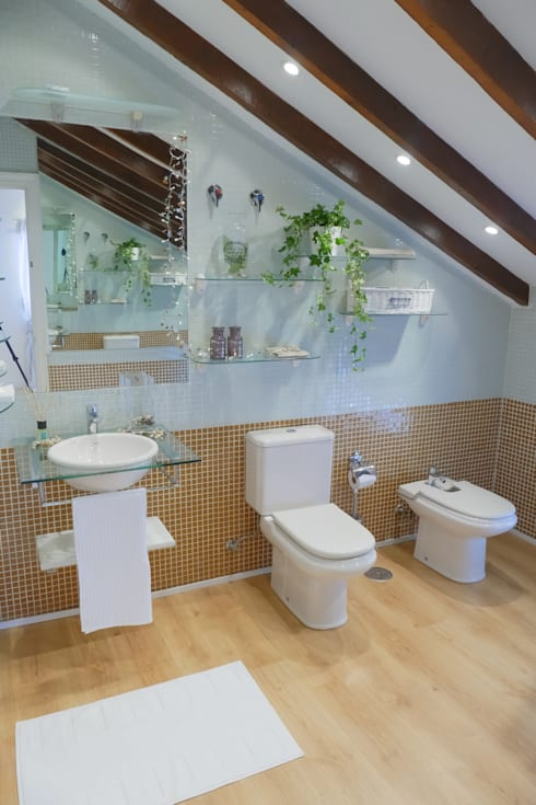 Asun Tello: Baños de estilo moderno de Asun Tello