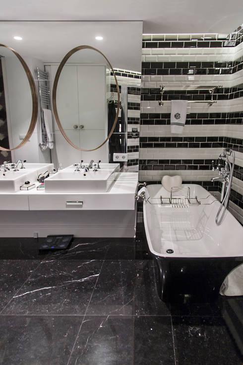 Piso Incomparable: Baños de estilo moderno de Belén Sueiro