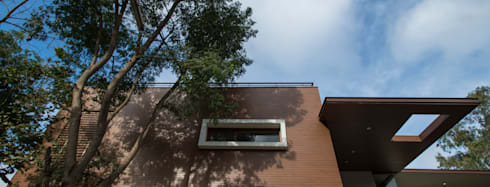 Sun Filtering on the East Facade: modern Houses by studio XS