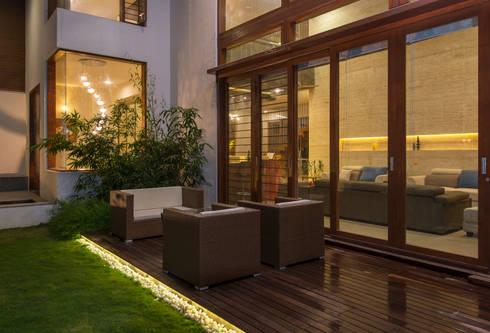 Formal Living - Deck:  Terrace by studio XS