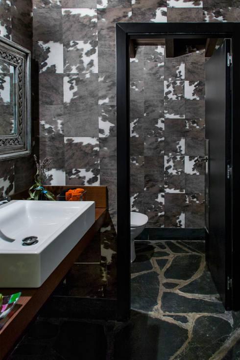 Baños de estilo moderno por Belén Sueiro