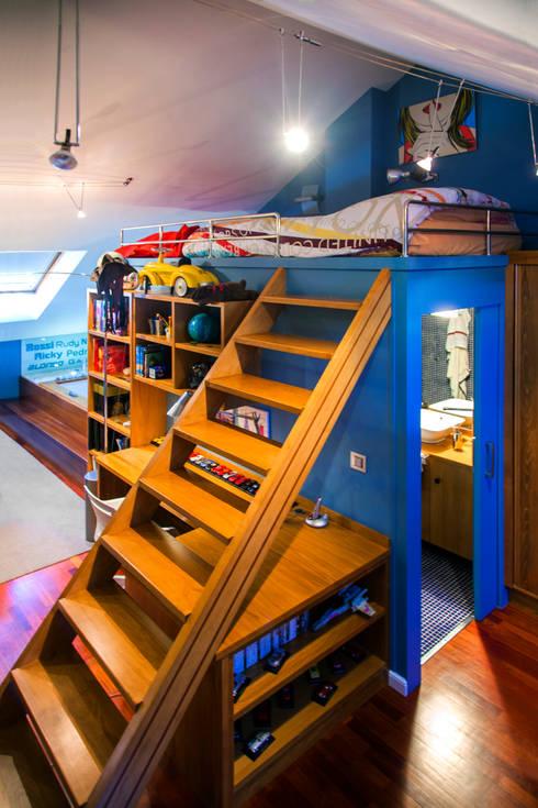 Una vivienda vanguardista: Dormitorios infantiles de estilo moderno de Belén Sueiro