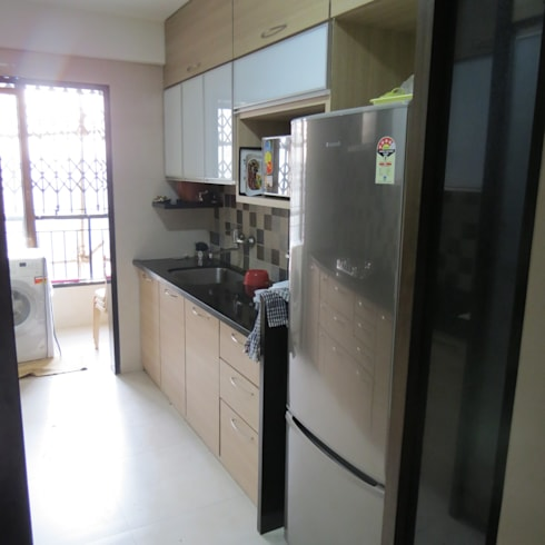 Resident in Mulund : minimalistic Kitchen by TWISHA THAKKER