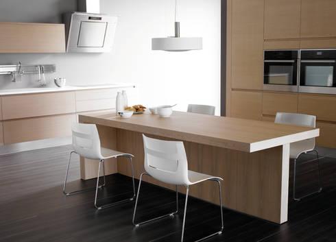 Diseño de Cocina Métrica: Cocinas de estilo moderno por ARCE MOBILIARIO