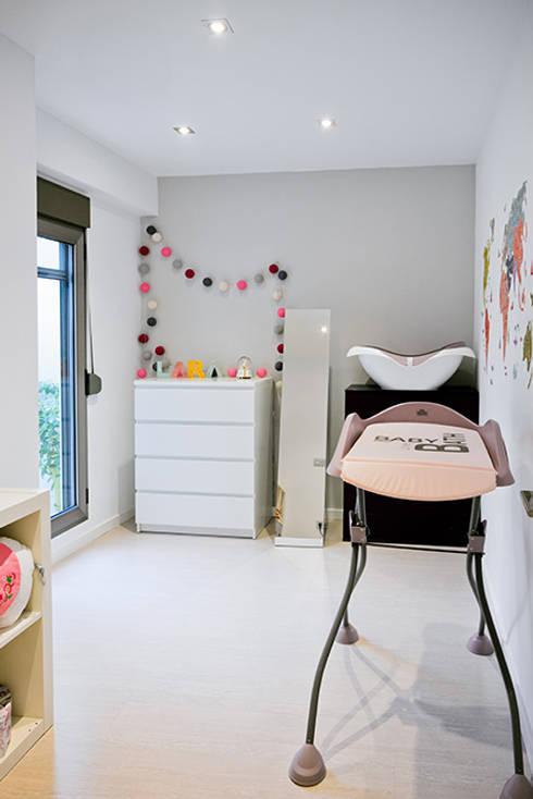 Casa Manises - Dormitorio Infantil: Dormitorios infantiles de estilo minimalista de Chiralt Arquitectos