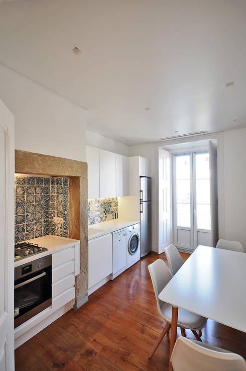 Apartamento Lisboa: Cozinhas ecléticas por Colectivo ODD