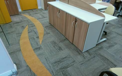 Detalhe do carpete: Espaços comerciais  por Américo Parlato - Arquitetura