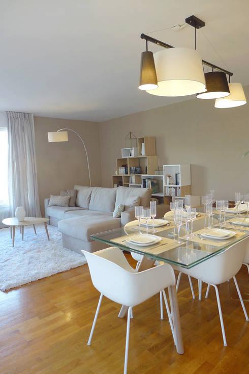 Une pièce à vivre au style scandinave: Salle à manger de style  par Skéa Designer